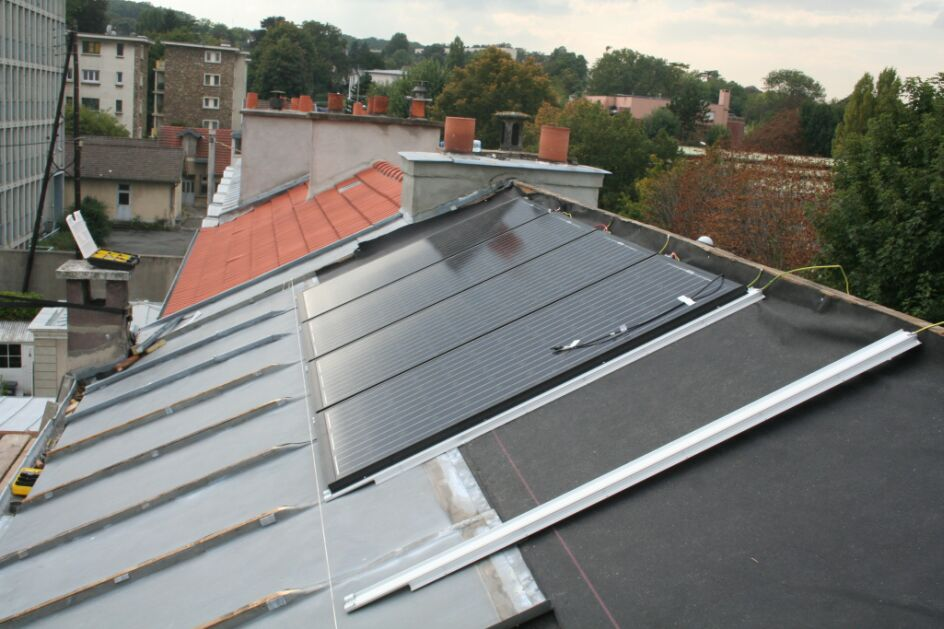 Justroof sur les toits de paris en zinc for Pose de panneaux solaires sur toiture